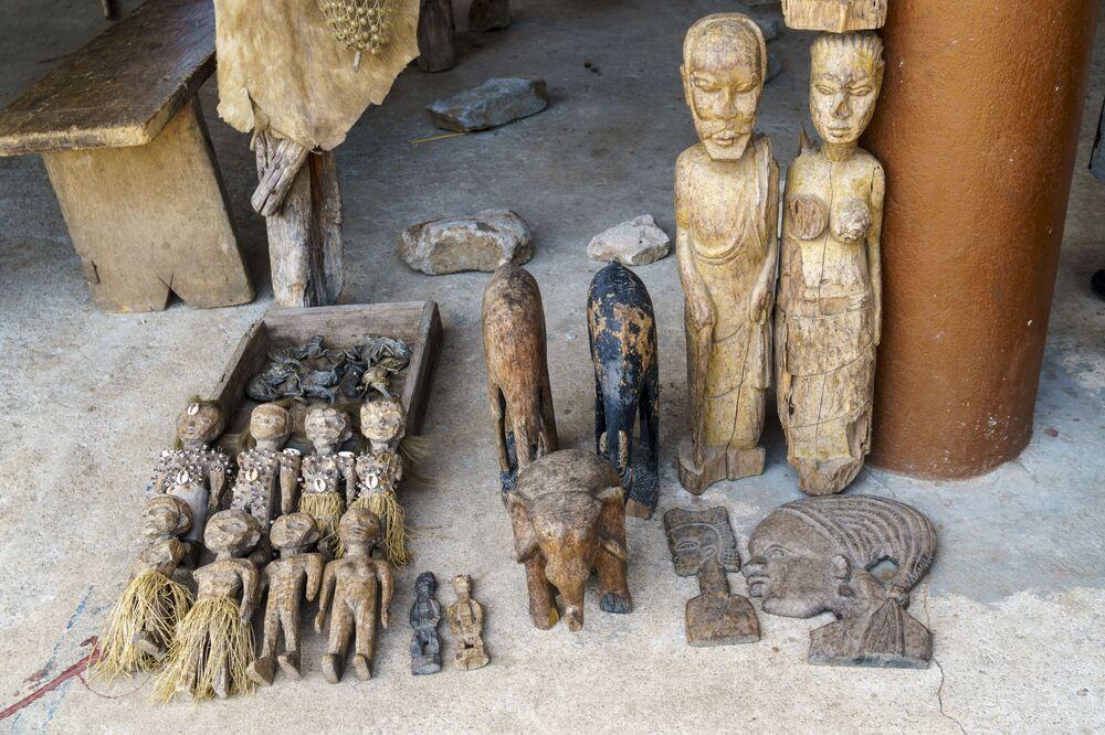 O maior mercado de vodu do mundo, Akodessewa, está situado na capital de Togo, Lomé. 51% da população deste país africano acredita em vodu, por isso as mercadorias vendidas nele são muito procuradas