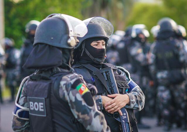 Integrantes da Tropa de Choque garantem segurança em torno ao TRF-4 em Porto Alegre em 24 de janeiro de 2018, dia do julgamento de Luiz Inácio Lula da Silva