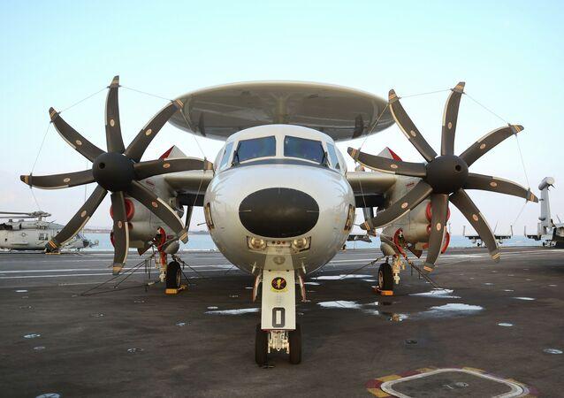 Avião E-2 Hawkeye estadunidense semelhante ao futuro KJ-600 chinês