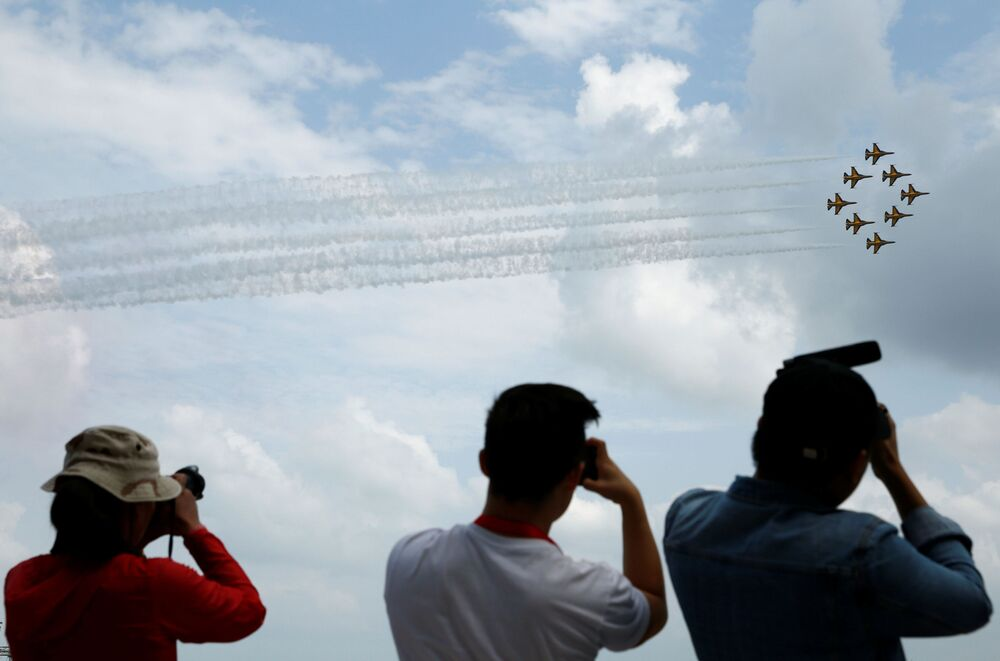 Representantes da Coreia do Sul dão show com aviões KAI T-50