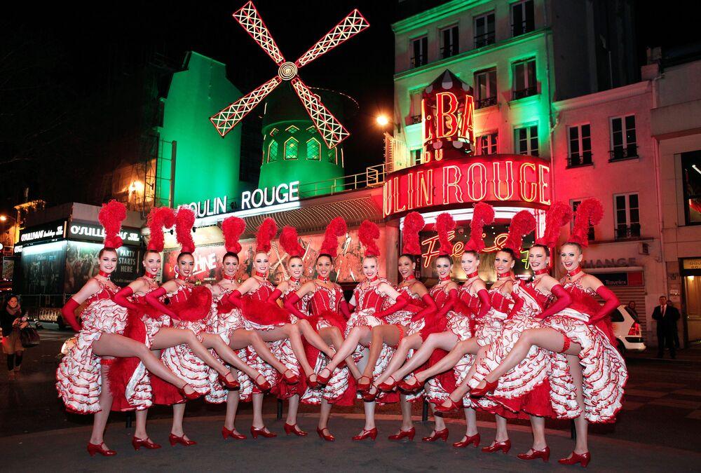 Dançarinas do cabaré Moulin Rouge na região de Montmartre, Paris
