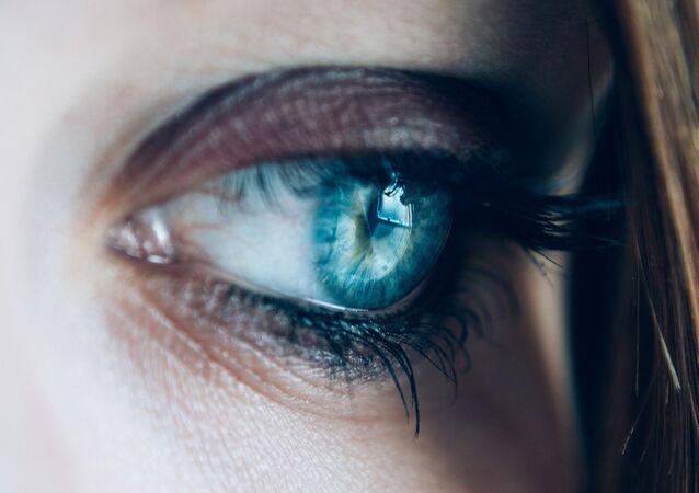 Olho feminino (imagem referencial)