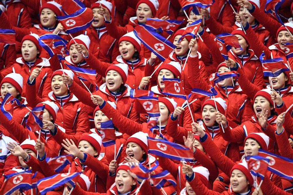 Animadoras de torcida norte-coreanas nos Jogos Olímpicos de Inverno em Pyeongchang