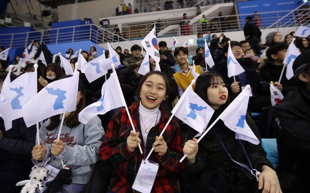 Torcedoras sul-coreanas nos Jogos Olímpicos de Inverno em Pyeongchang
