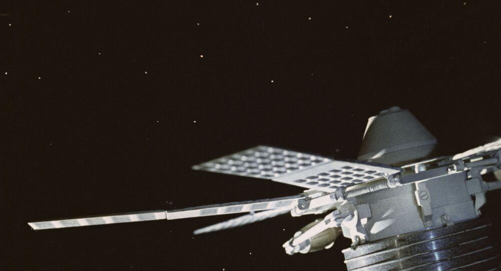 Satélite soviético de telecomunicações Molniya-1 (imagem do filme Ponte Espacial)
