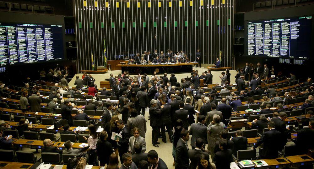 Plenário da Câmara dos Deputados durante sessão para votação da intervenção federal na segurança pública do Rio de Janeiro