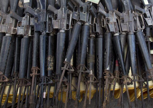 Fuzis norte-americanos M-16 (foto de arquivo)