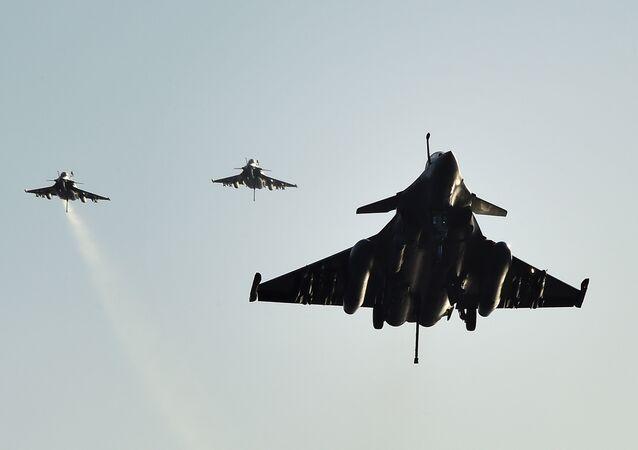 Caças franceses Rafale (foto de arquivo)