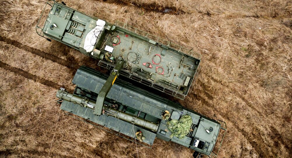 Veículo de transporte do complexo Iskander-K, equipado com mísseis de cruzeiro R-500, durante manobras na região de Krasnodar