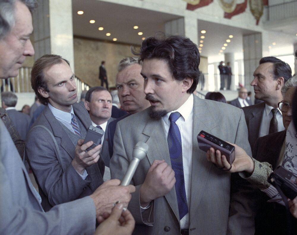 Sergei Baburin enquanto presidente do Subcomitê para problemas de Conselhos de deputados do povo e governos locais do Comitê do Conselho Supremo da República Socialista Federativa Soviética da Rùssia, em setembro de 1991