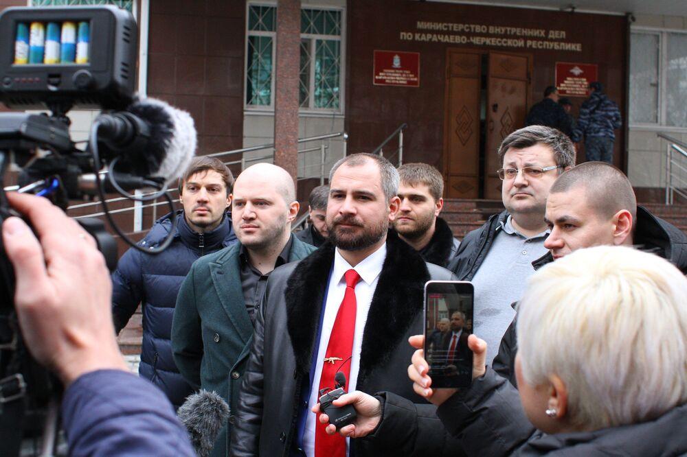 Candidato à Presidência da Rússia em 2018, Maksim Suraikin, visita a república de Carachai-Cherquéssia