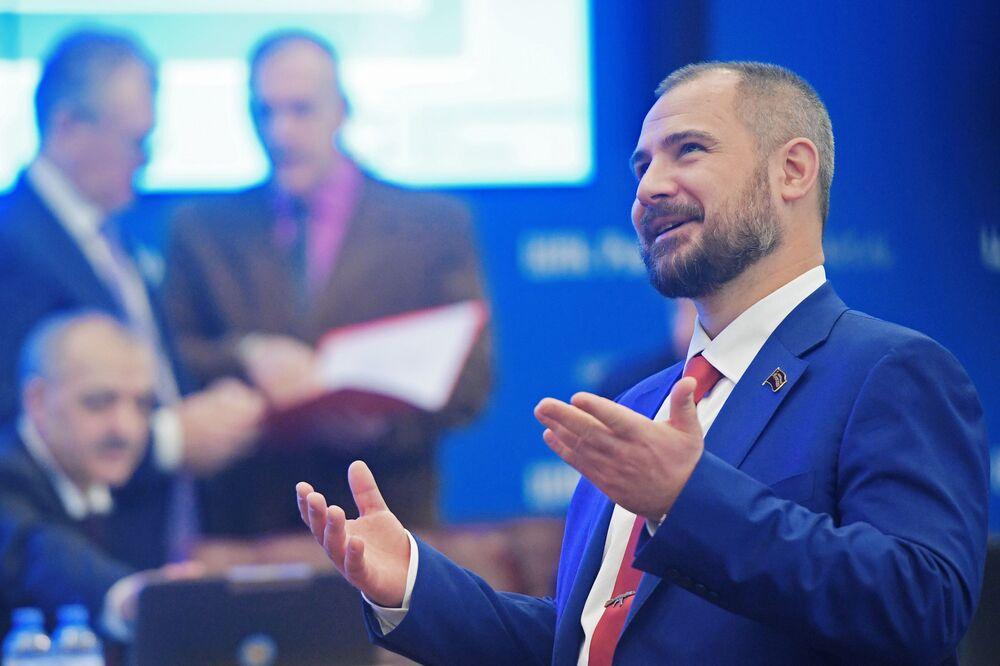 Líder do partido Comunistas da Rússia, Maksim Suraikin, se registra como candidato à Presidência da Rússia, 8 de fevereiro de 2017