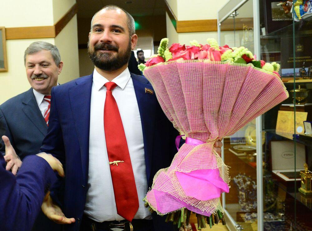 Presidente do Comitê Central do partido Comunistas da Rússia, Maksim Suraikin, antes de se reunir com a presidente da Comissão Eleitoral Central da Rússia, Ella Pamfilova, 28 de março de 2017