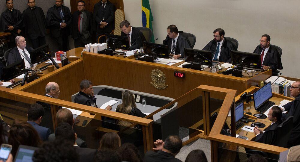Ministros do Supremo Tribunal de Justiça (STJ) durante sessão que votou Habeas corpus do ex-presidente Lula na terça-feira, 6 de março de 2018.
