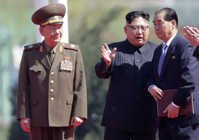 Líder norte-coreano, Kim Jong-un, durante a cerimônia de inauguração da área residencial de Ryomyong, em Pyongyang