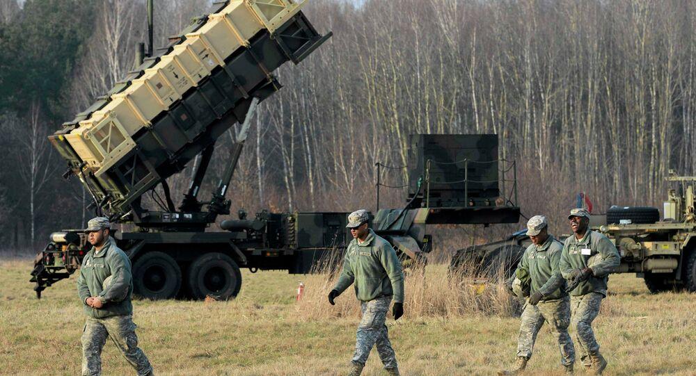 Soldados americanos perto de um sistema antimísseis Patriot em Sochaczew, perto de Varsóvia, Polônia (foto de arquivo)