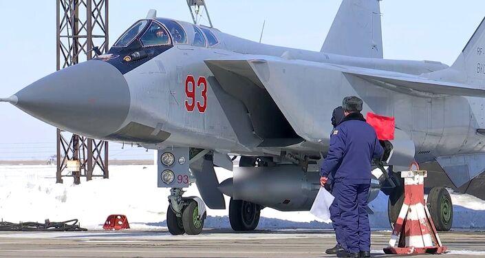 As Forças Aeroespaciais Russas realizam o lançamento de teste do novo sistema de aviação e míssil hipersônico Kinzhal