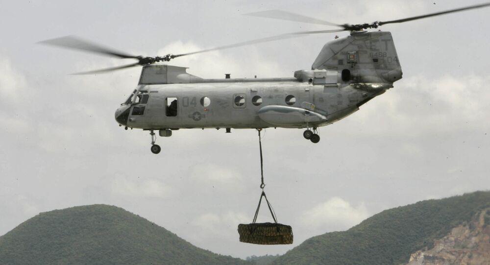 Helicóptero norte-americano CH-53 com carga (imagem referencial)
