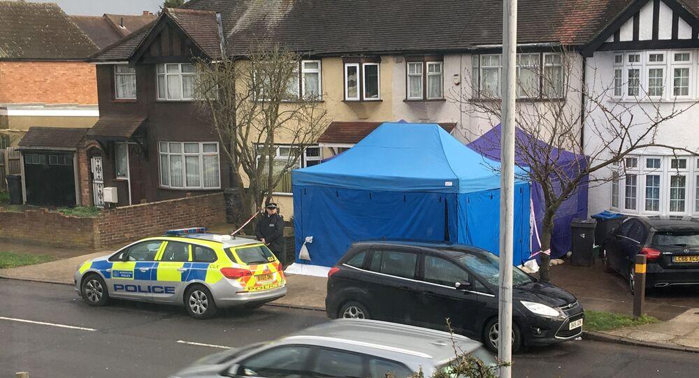 Atividade policial em New Malden, no sudoeste de Londres, local onde o empresário russo Nikolai Glushkov teria sido encontrado morto em circunstâncias misteriosas