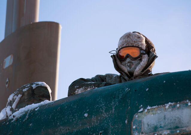 Um marinheiro no Ártico (imagem referencial)