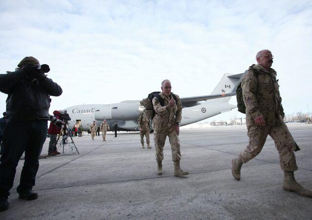 Militares canadenses retornando do Afeganistão (arquivo)