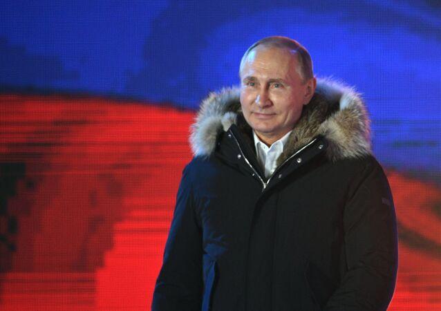 Candidato à Presidência da Rússia, Vladimir Putin, agradece a seus apoiadores pelo apoio, no centro de Moscou, em 18 de março de 2018