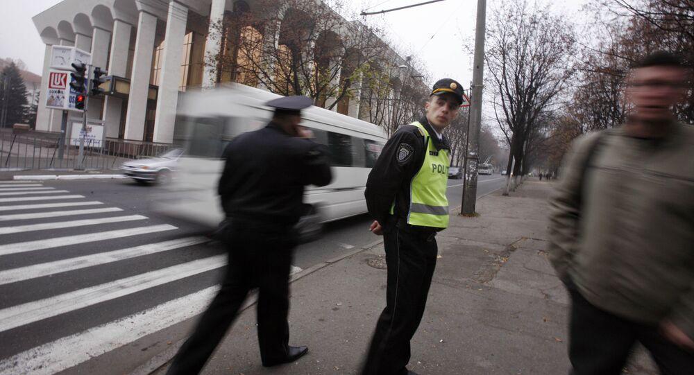 Policial no centro de Chisinau, capital da Moldávia (foto de arquivo)
