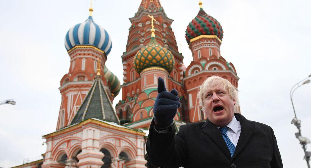 Chanceler britânico, Boris Johnson, na Praça Vermelha em Moscou, durante visita oficial em 22 de dezembro de 2017