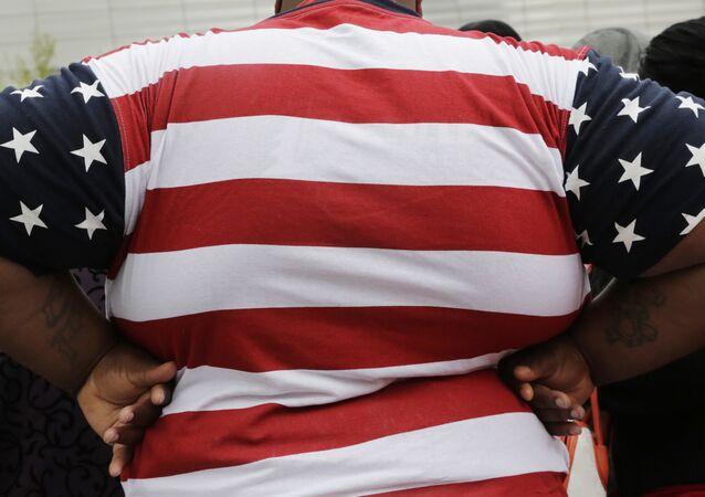 Foto mostra homem obeso em Nova York, nos EUA.