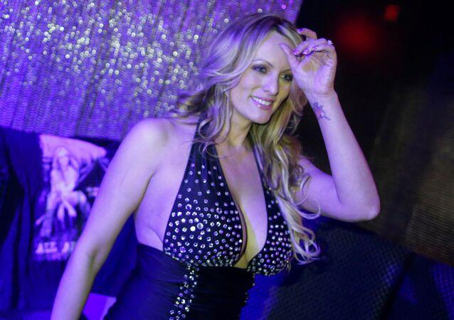 Atriz de filmes pornô, Stephanie Clifford, conhecida profissionalmente como Stormy Daniels
