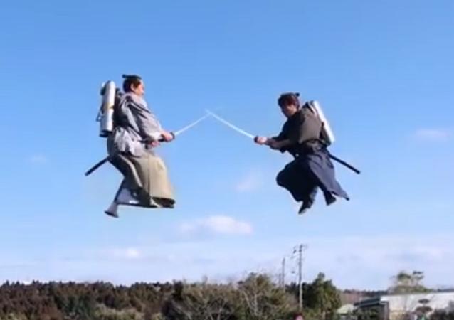 Samurais lutam voando no ar