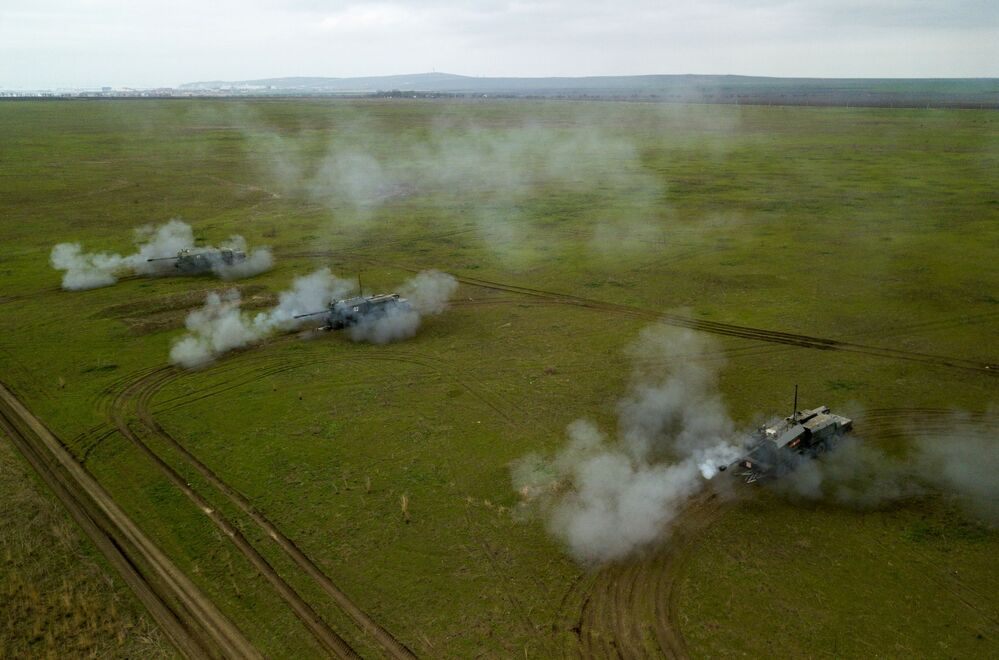 Sistemas de artilharia autopropulsada A-222 Bereg participam dos treinamentos das tripulações das Tropas de Mísseis e Artilharia russas no polígono Zhelezny Rog, na região de Krasnodar