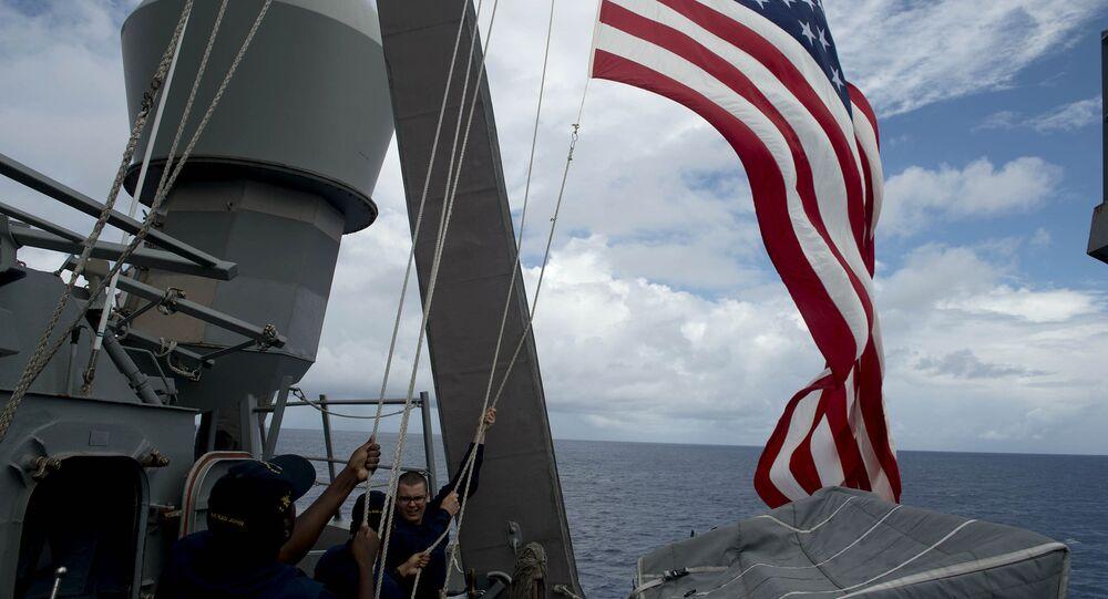 Bandeira dos EUA perto dos territórios disputados