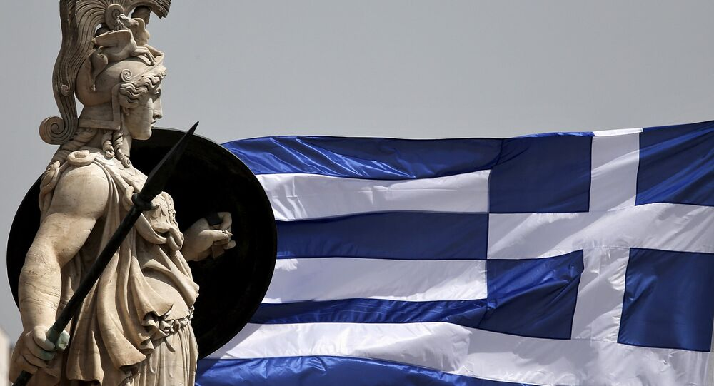 Bandeira da Grécia ao lado da deusa Atena