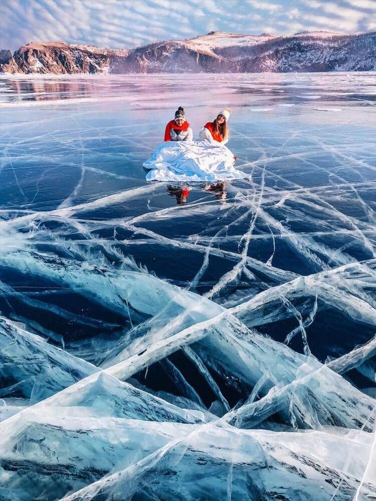 Vista do lago Baikal congelado
