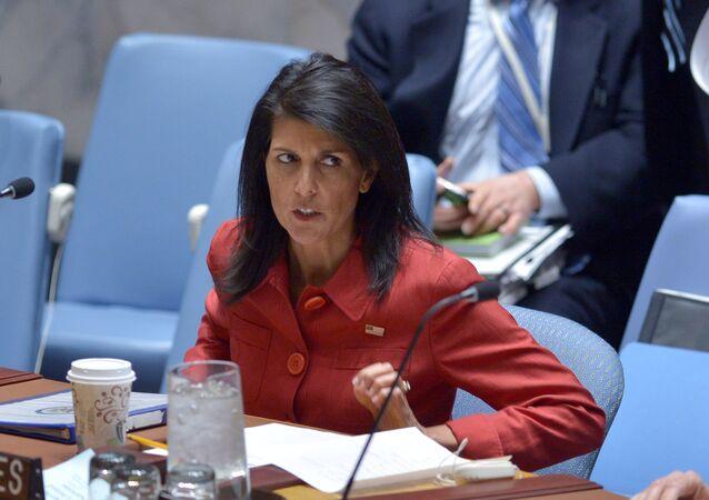 Embaixadora dos EUA na ONU, Nikki Haley, em reunião do Conselho de Segurança da ONU sobre a Síria, na sede da ONU em Nova York