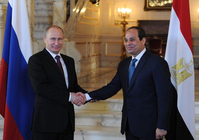 Vladimir Putin e Abdel Fattah al-Sisi, presidentes de Rússia e Egito (arquivo)