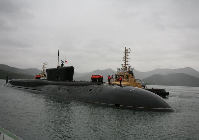 Tripulantes no submarino Aleksandr Nevsky, península de Kamchatka
