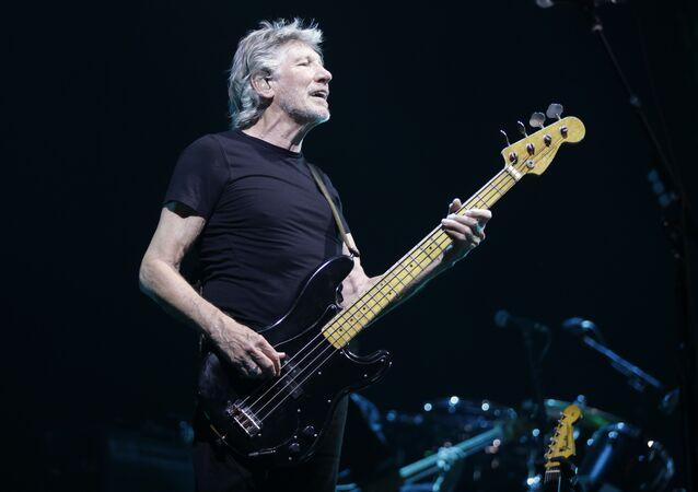 Roger Waters se apresenta em um concerto em Assago, na Itália