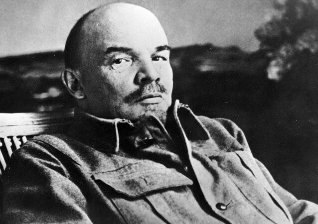 Vladimir Lenin no seu escritório na sua casa em Gorki, 1922