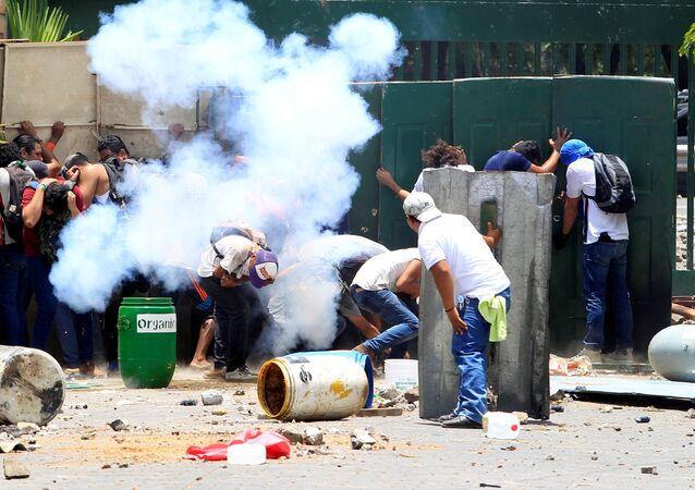 Alunos da Universidade Pública da Universidade Agrária (UNA) protestam contra reformas que implementam mudanças nos planos de pensão do Instituto Nacional de Seguro Social da Nicarágua (INSS).