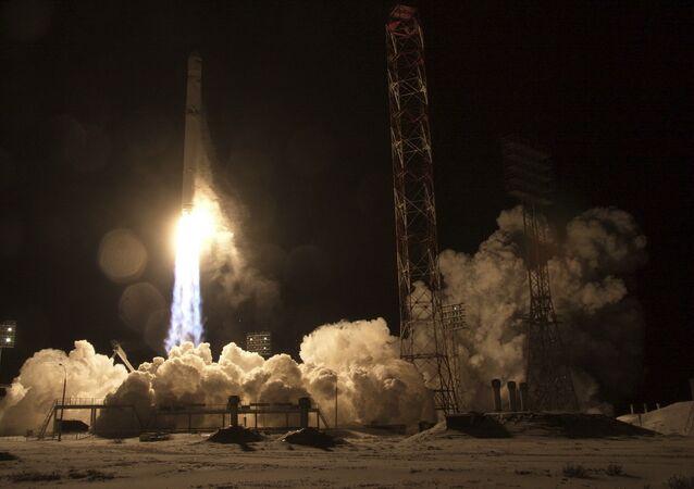 Lançamento do satélite Angosat-1 do cosmódromo de Baikonur, 26 de dezembro de 2017
