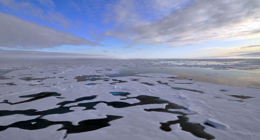 Superfície do oceano congelada no Ártico