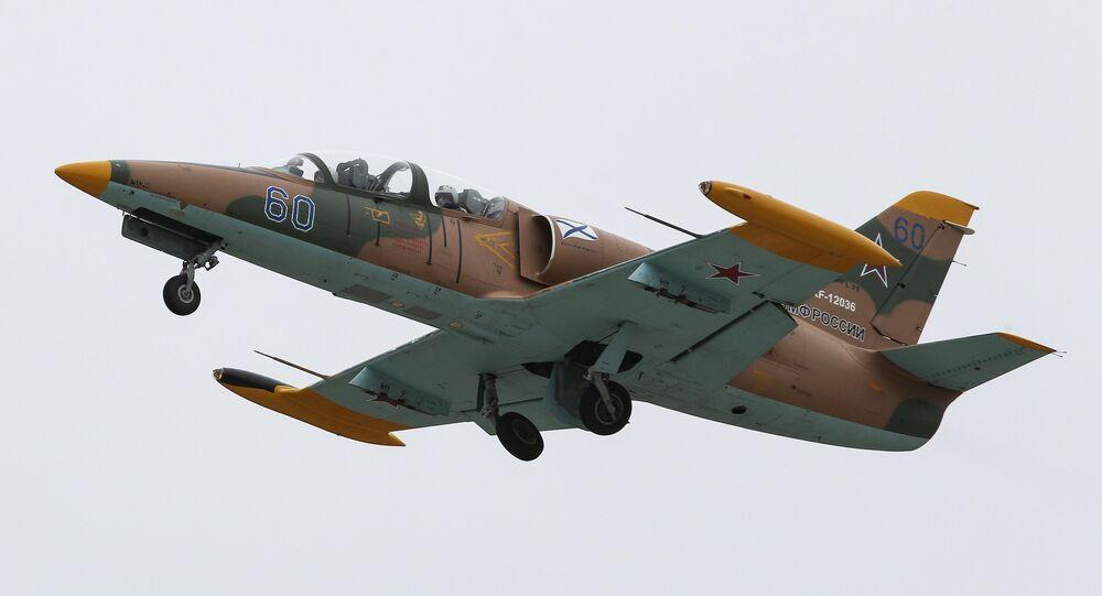 Avião Aero L-39 Albatros durante manobras táticas da aviação marítima russa da Frota do Mar Negro na região de Krasnodar