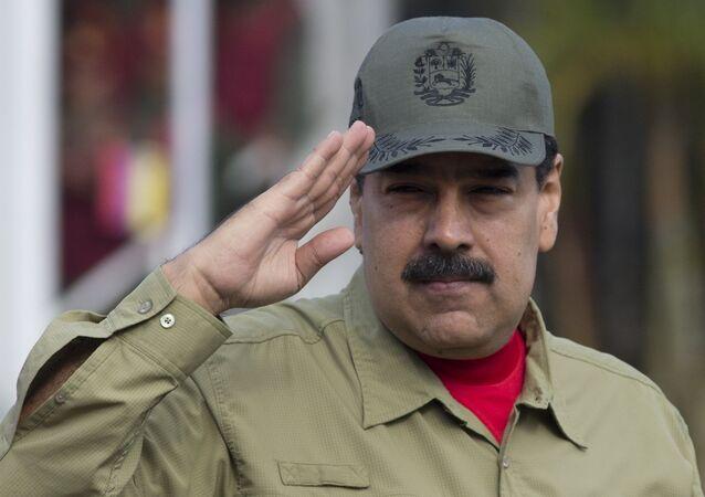 Presidente da Venezuela, Nicolás Maduro, durante desfile militar em homenagem ao 16º aniversário da volta do ex-presidente Hugo Chávez ao poder