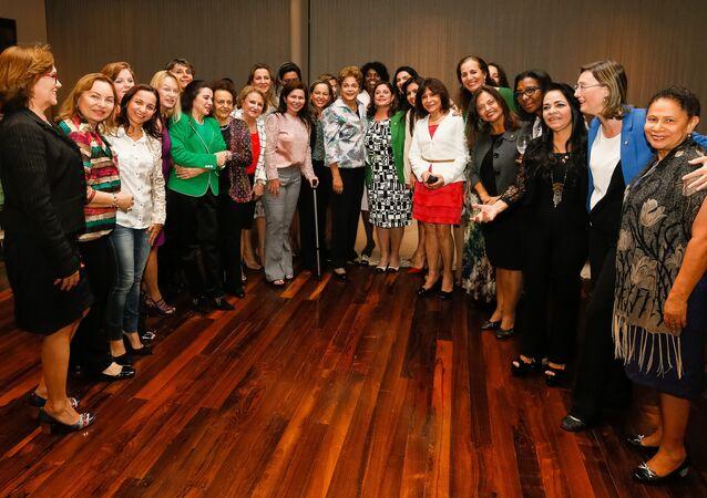 Jantar de parlamentares da Bancada Feminina com a então presidente Dilma Rousseff, em março de 2015