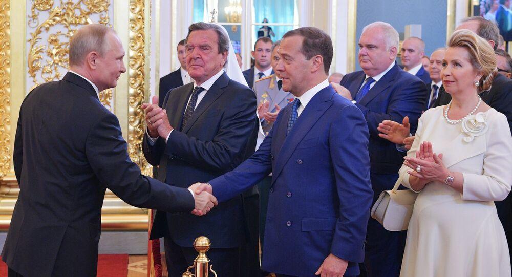 O presidente russo, Vladimir Putin, e o primeiro-ministro, Dmitry Medvedev, na cerimônia de posse do chefe de Estado, em 7 de maio de 2018