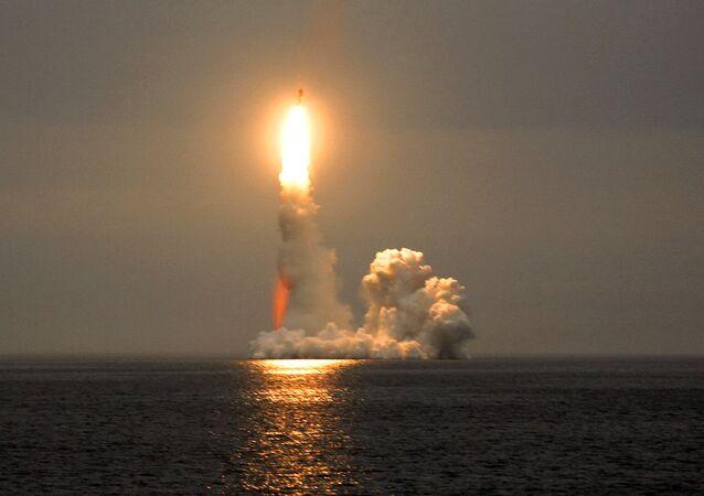 Lançamento de mísseis Bulava