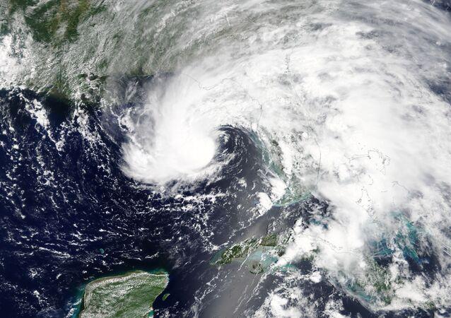 Tempestade Subtropical Alberto se aproximando da Flórida.