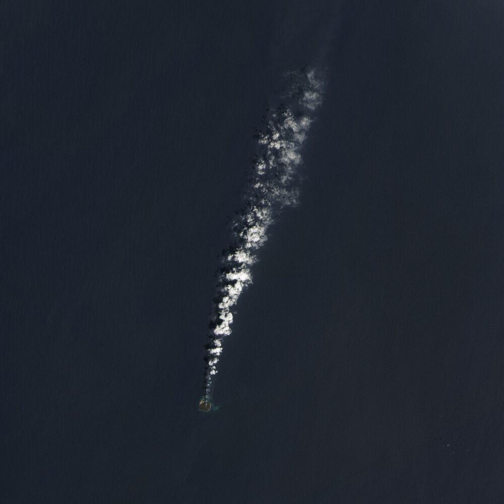 Vista aérea de erupção do vulcão submarino japonês Nishinoshima